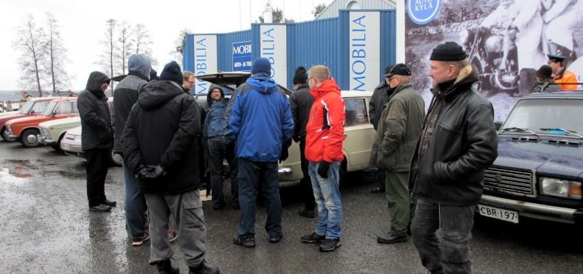 Kuhinaa Lada Shopin ympärillä 2013 talvitapaamisen yhteydessä
